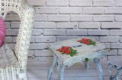 Stołek, stolik, róże, shabby chic