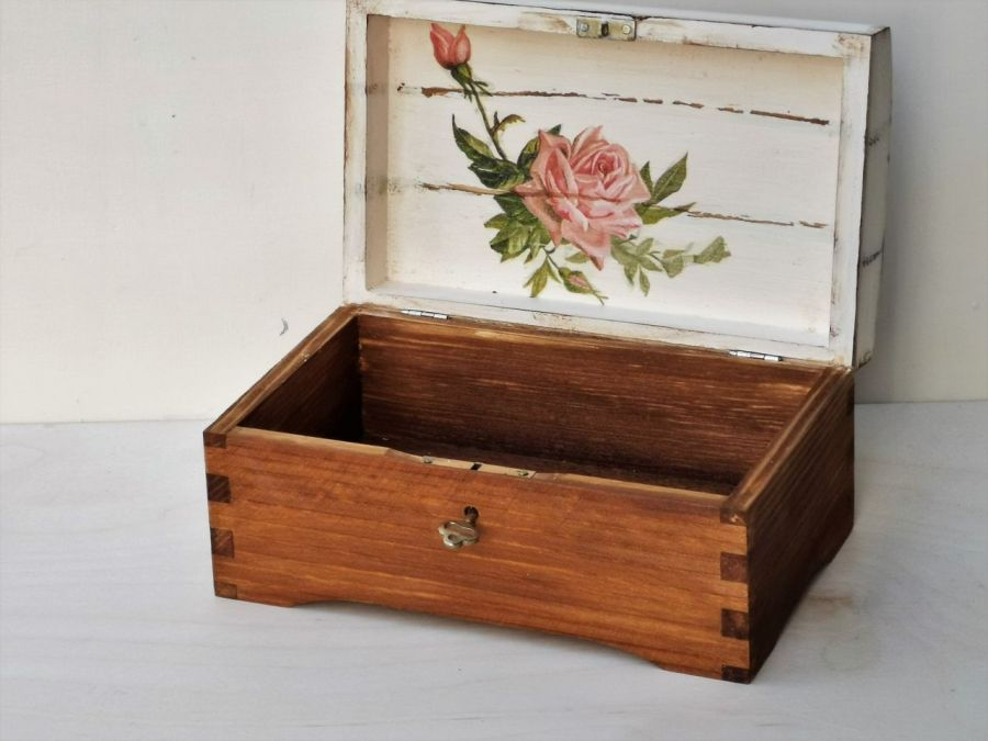 Kuferek z różą