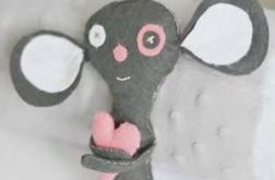 Myszka z sercem - maskotka z filcu
