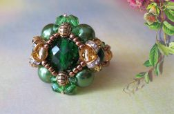 Zielony pierścionek.