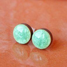 Perłowe zielone kolczyki sztyfty żywica drewno