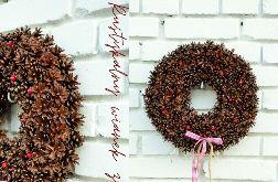 Rustykalny wianek bożonarodzeniowy z szyszek