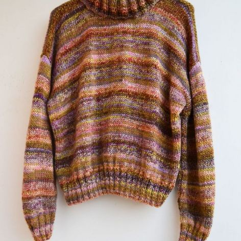 Melanżowy sweter z golfem