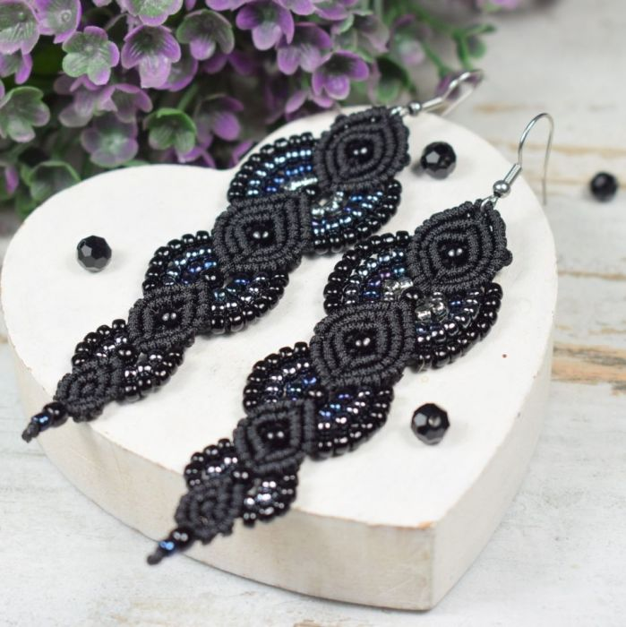 Długie, czarne kolczyki z koralików