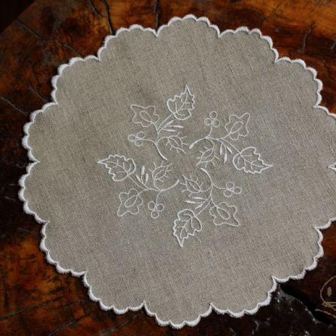 Serwetka okrągła z szamotulskim haftem