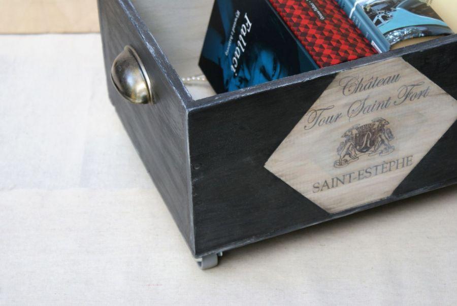 Skrzynka-kufer-pojemnik czarno-biała