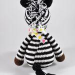 Zebra z kokardką w serduszka