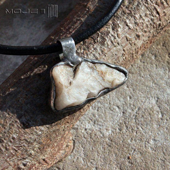 Kamienny kieł III - kamień naturalny