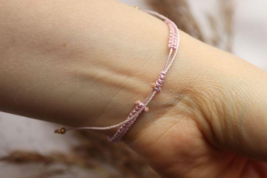 Pleciona bransoletka pudrowy róż - Plecionka wakacyjna na rękę