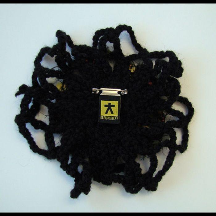 BROCHA:) szydełkowa czarna