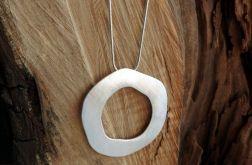 Długi prosty srebrny naszyjnik z zawieszką