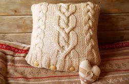 poduszka z włóczki - sweterek