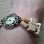 Zegarek z bransoletką derwnianą