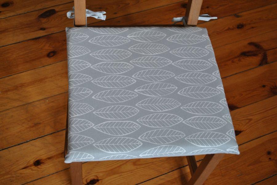 Komplet 4 poduszek na krzesła Szare listki