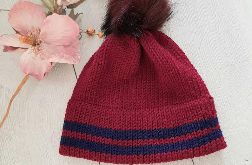 Bordowa czapka z podwójnym rondem