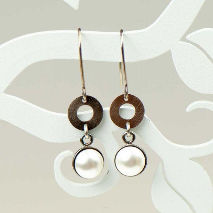 Kolczyki z białymi perłami Swarowskiego