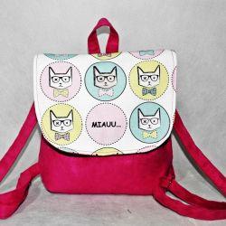 Kolorowy plecaczek dla dziewczynki / w kotki