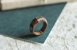 Pierścionek zaręczynowy z labradorytem