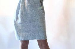 Sukienka oversize z kapturem 01