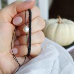 Czarna pleciona bransoletka na rękę - bransoletki w komplecie z perełką