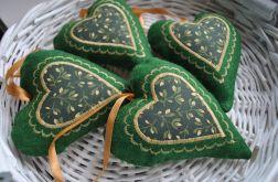 Zielone filcowe romantyczne serduszko z aplikacją