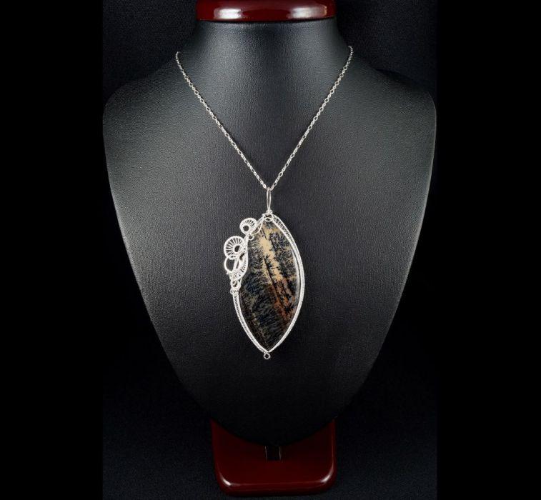 Opal, Srebrny wisior z opalem dendrytowym