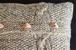 Dekoracyjna poduszka robiona na drutach. Owcza wełna.