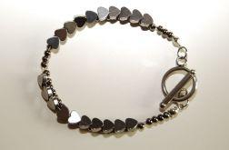 B08 Metaliczna bransoletka z sercami