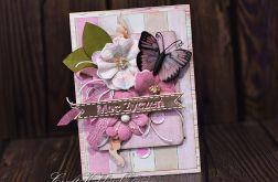 Moc życzeń z motylem w kwiatach