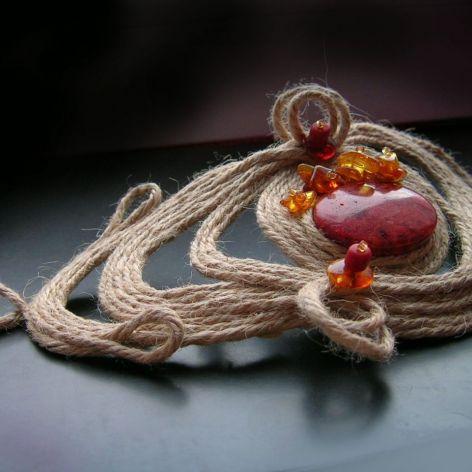 Bransoleta z koralem i bursztynem