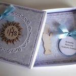 Kartka na Komunię Świętą w pudełku chłopiec