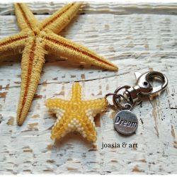 mały breloczek z rozgwiazdą