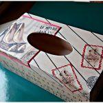 Chustecznik buty w odcieniach beżu i brązu - Chustecznik z wysuwany dnem ozdobiony metodą decoupage. Widok ogólny
