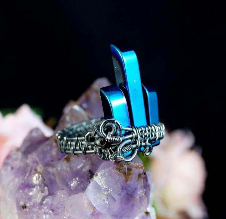 Srebrny pierścionek z hematytem niebieskim