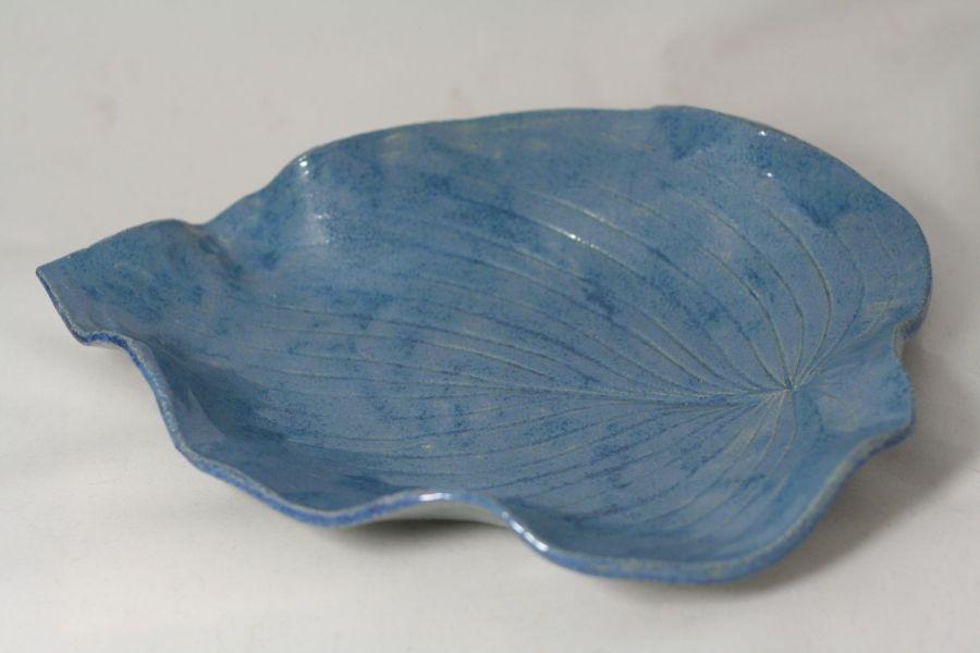 Niebieski talerz na owoce w kształcie liścia - półmisek liść