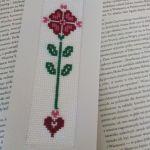 Zakładka do książki haftowana- z serduszkiem - zakładka z wzorem