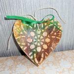 Serce brązowo - zielone - Gotowe do zawieszenia