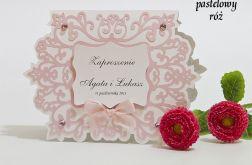 Zaproszenie na ślub z ornamentem kolor pastelowy różowy