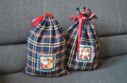 Dwa granatowe woreczki na prezenty