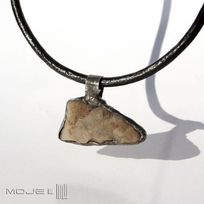 Kamienny kieł III - wisior z kamieniem