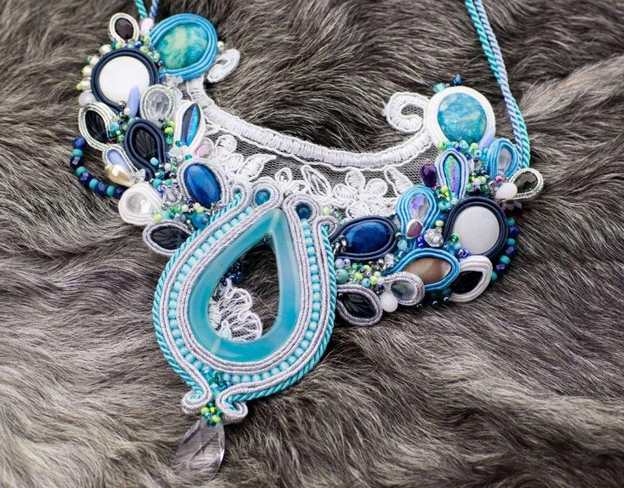 Biało-błękitny naszyjnik ślubny