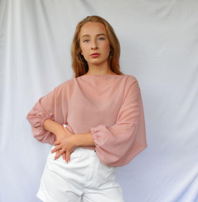 szyfonowa bluzka pudrowy róż - przód bluzki