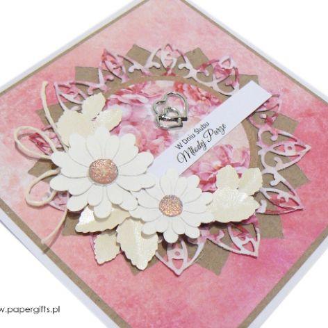 Kartka ślubna białe kwiaty na różowym tle