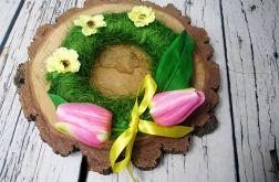Zielony wianek z tulipanami
