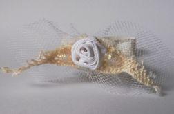Opaska na chrzest róża biała tiul beż