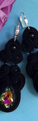 Czarne z Tęczowym Błyskiem kolczyki sutasz