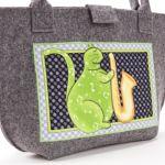 Zielony jazzujący kot