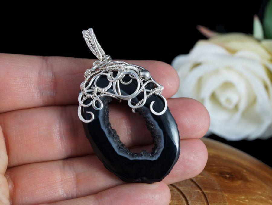 Agat czarny, srebrny wisior z plastrem agatu