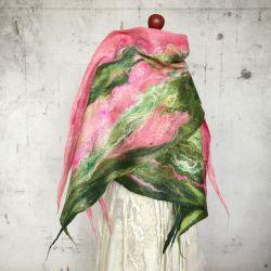 Szal z filcu Cobweb. Różowo - zielony.