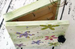 zielone pudełko na klucze kwiaty